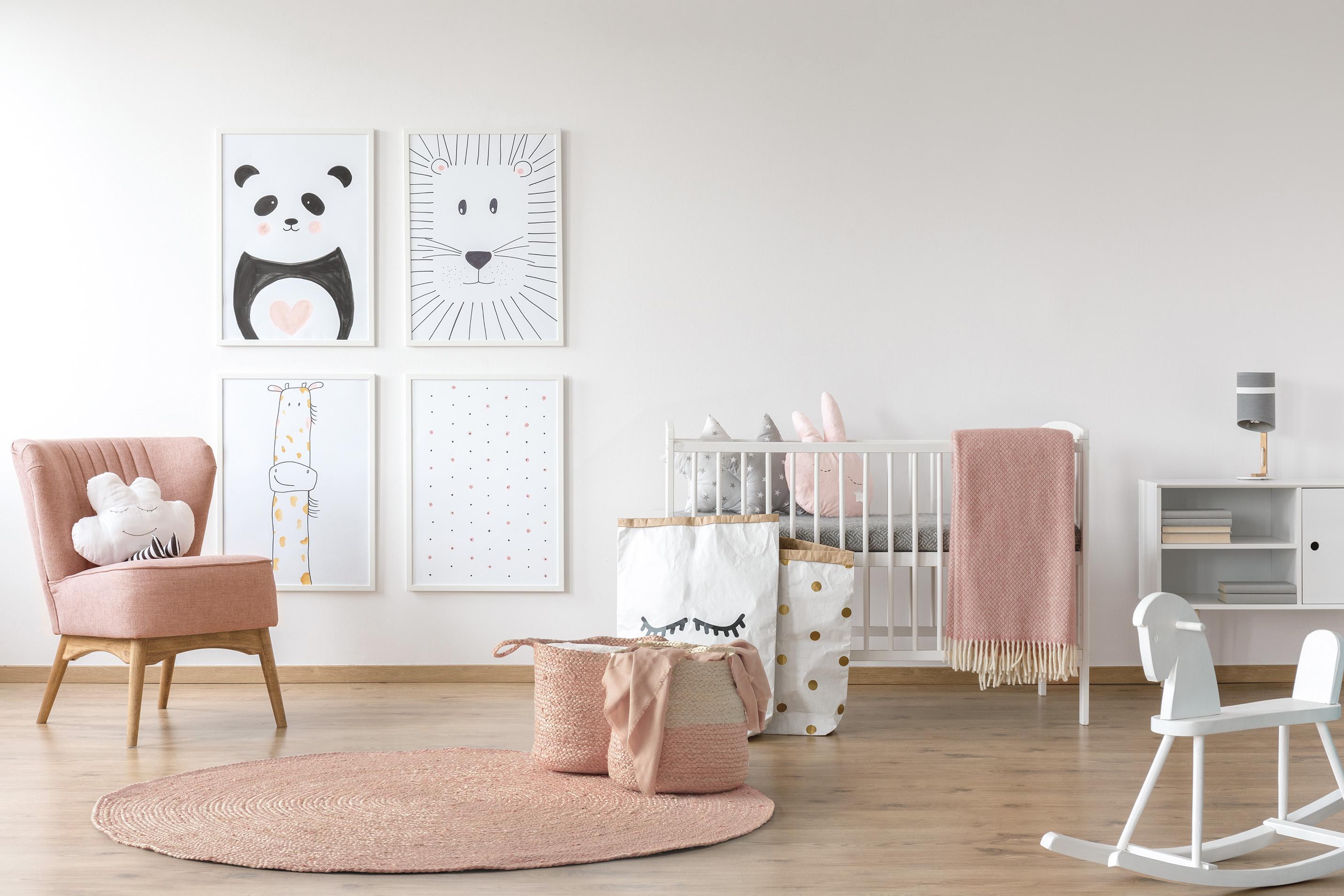 Alfombra rosa empolvado, estancias elegantes.